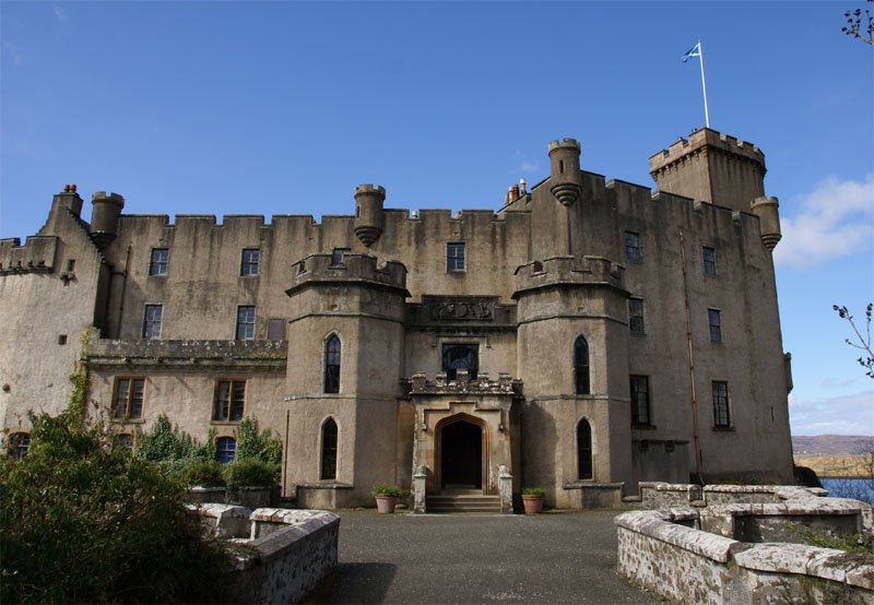 An imposing picture of the outside of Dunvegan Castle and entrance